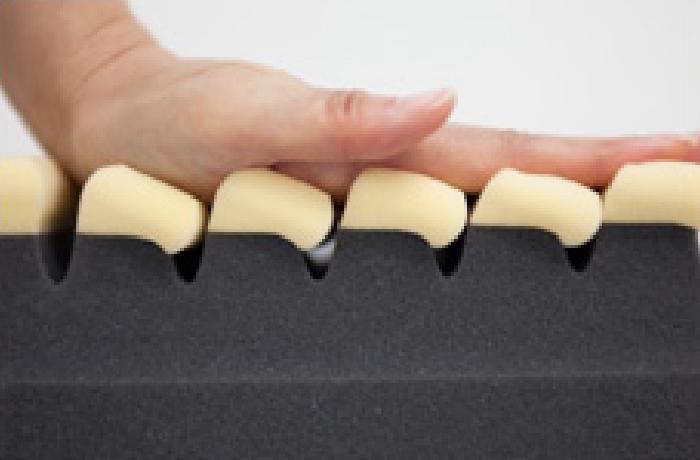体圧が小さい部分には柔らかめのキューブを