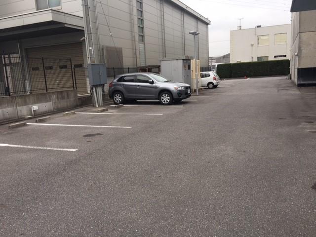 アミカドヤ駐車場